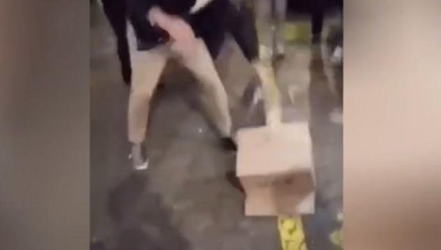 Bulli prendono a calci una gallina, l&#8217&#x3B;ira di Zaia: &#8220&#x3B;Vergognatevi&#8221&#x3B; VIDEO