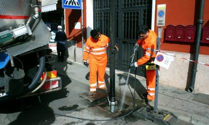 Piano straordinario di pulizia delle caditoie e dei tombini, mezzi in azione a Parona