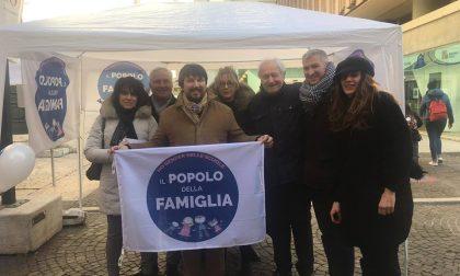 Reddito di maternità a Verona raccolta firme del Popolo della Famiglia