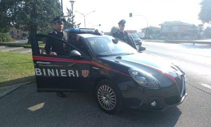 Insultano la capotreno e colpiscono un passeggero, denunciati due giovani a Villafranca