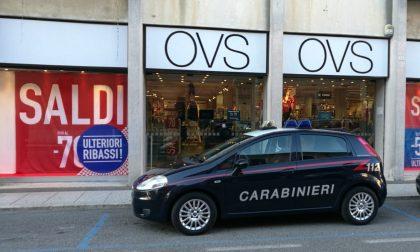 Ruba un giubbino di 50 euro, arrestato dai carabinieri
