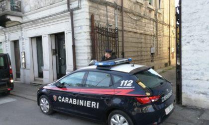 Minaccia, aggredisce e rapina la compagna: arrestato a Verona
