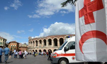 """La Croce Rossa in piazza Bra per la campagna """"Non sono un bersaglio"""""""