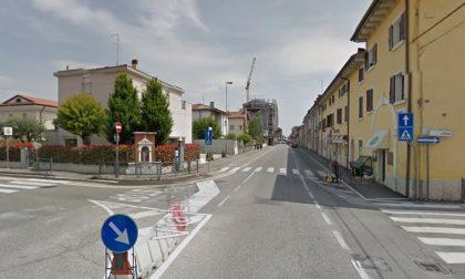 Auto contro motorino all'incrocio tra via Prina e via Pace