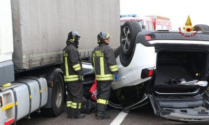 Incidente in autostrada A4 auto si ribalta FOTO