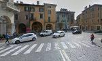 Fiat punto urta ragazzo a Porta Borsari