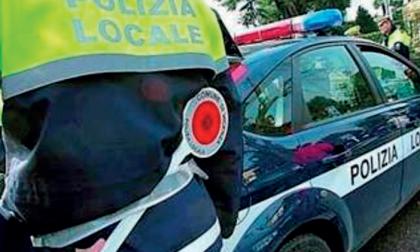 Danneggia auto in sosta, si cercano testimoni per rintracciare un Punto rossa