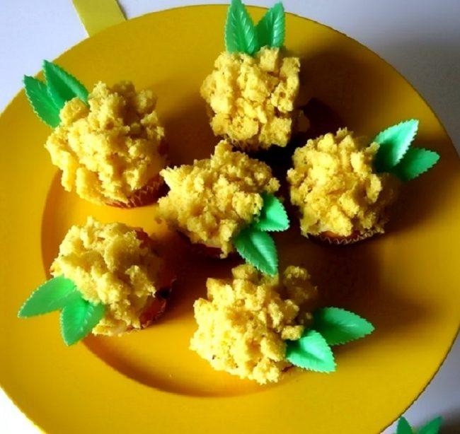 Torta Mimosa storia e ricetta del dolce dai piccoli fiori gialli