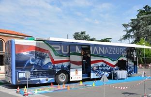 Il pullman azzurro della Polizia di Stato fa tappa a Verona