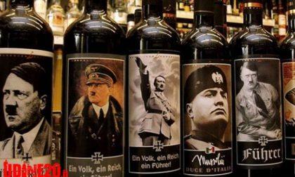 Bottiglie di vino con Hitler e Mussolini sugli scaffali in Veneto