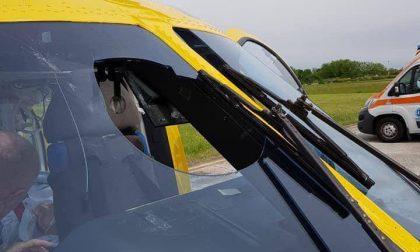 Colpito da un gabbiano, si sfonda il vetro dell'elisoccorso