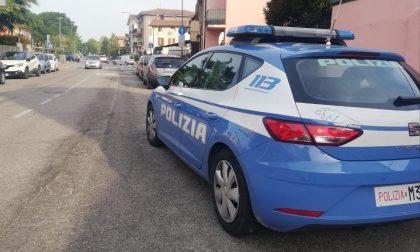 Tenta di rubare oggetti da un'auto arrestato un clandestino