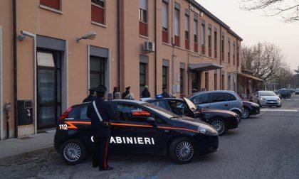 Calci e pugni ai carabinieri, arrestato diciannovenne