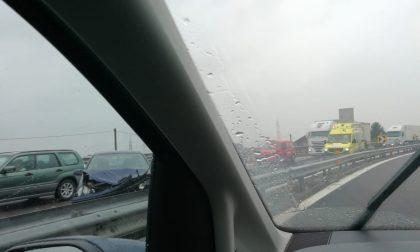 Incidente e pioggia, pomeriggio di passione in tangenziale sud