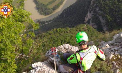 Donna cade in montagna durante un'escursione