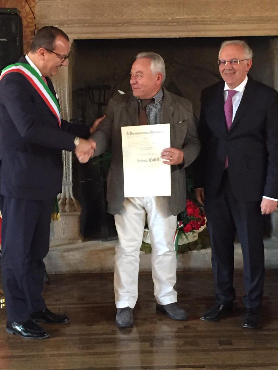 Consegnata la nomina di Cavaliere della Repubblica ad Antonio Caleffi. Unico cittadino villafranchese di quest'anno