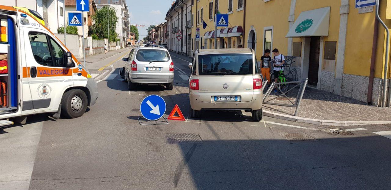 Scontro allo stop di via Custoza