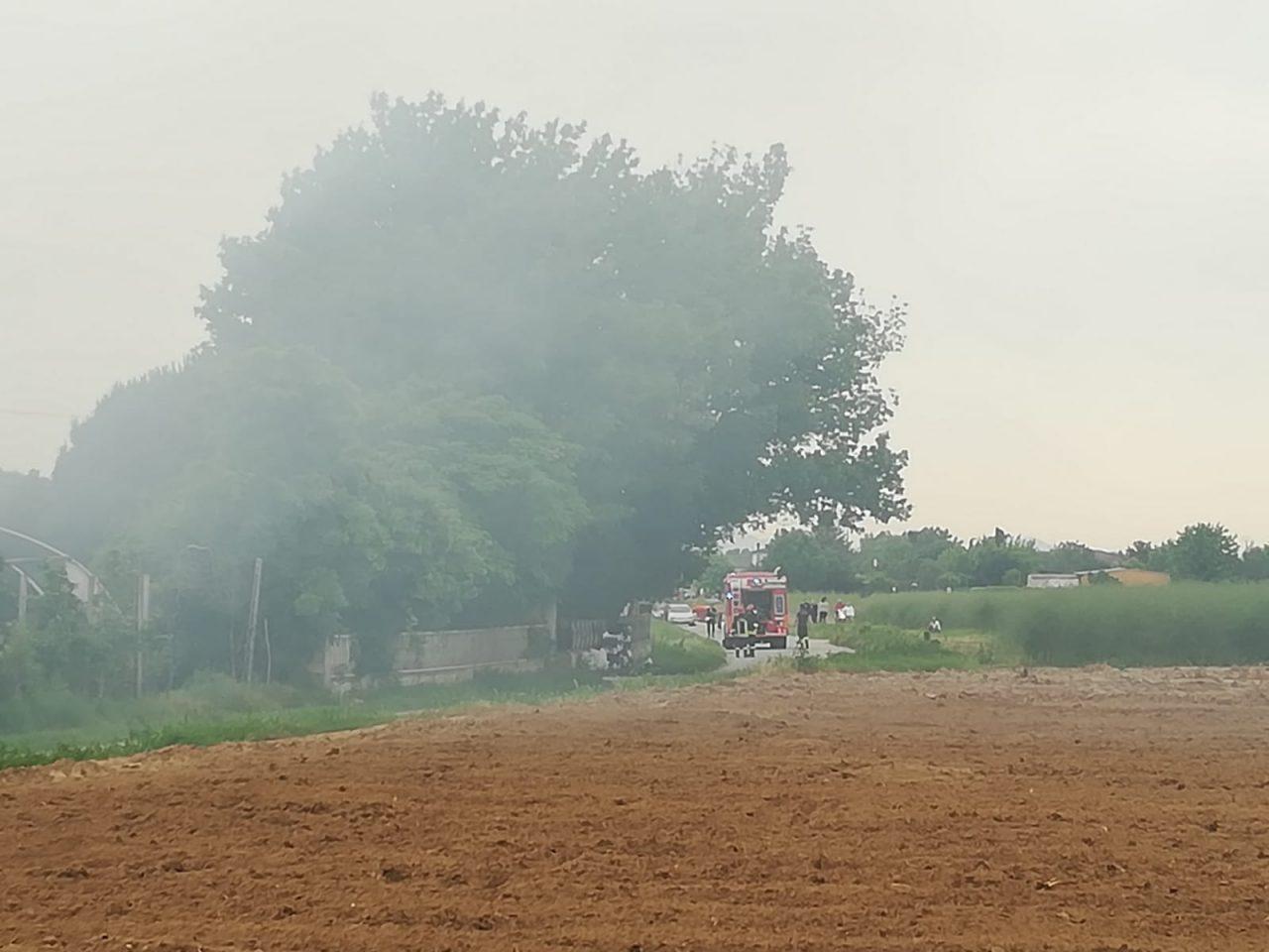 L'incendio è scoppiato in un deposito attrezzi in via Comparine.