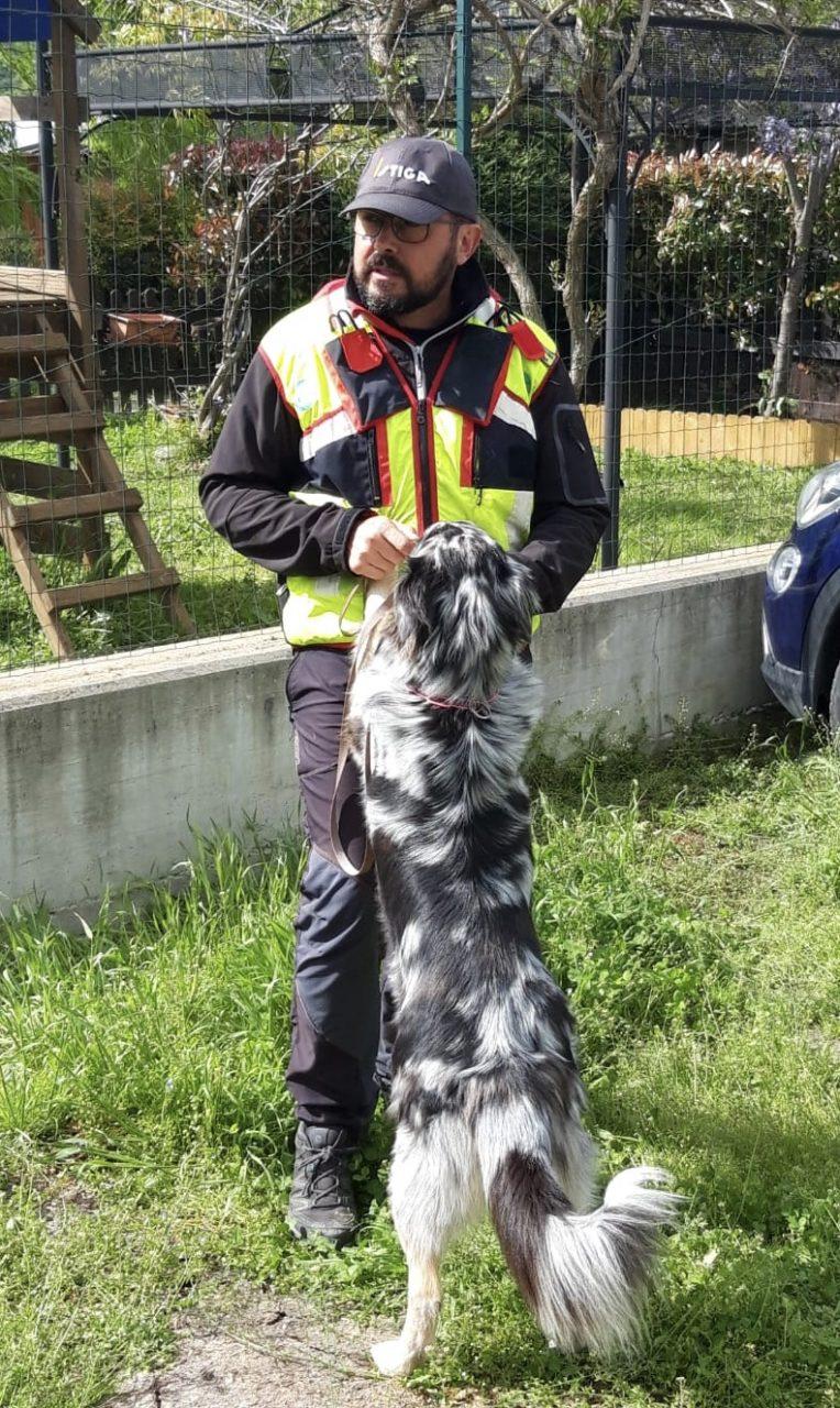 Enea Dalla Pellegrina e Maverick parteciperanno a Parigi ai campionati mondiali per i cani da soccorso.