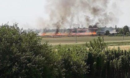 Grave incendio a Villafontana, ignote le cause