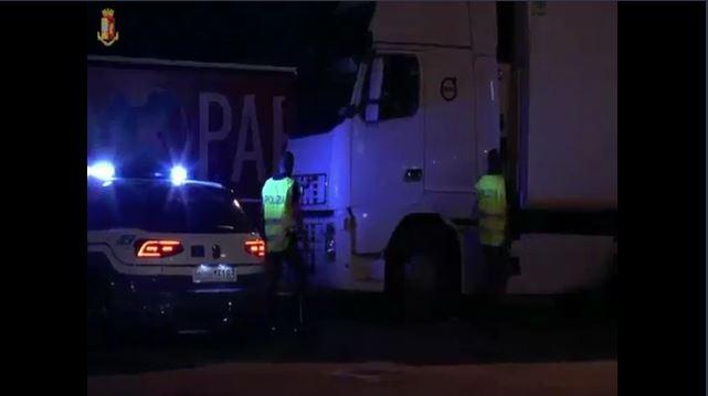 La Polizia di Stato arresta 10 persone e ne denuncia 6: derubavano i carichi degli autotrasportatori in sosta notturna.