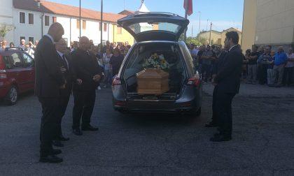 Tragedia al mare chiesa gremita per l'addio a Loris