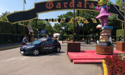 Ruba zaino a Gardaland con portafogli e cellulari, arrestato studente di Legnago