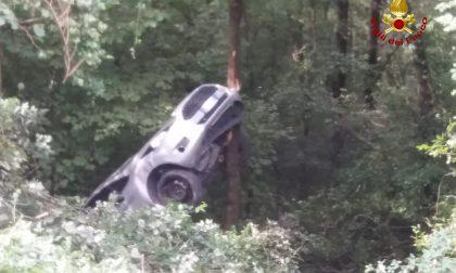 Auto cade in un dirupo a Grezzana