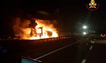 Camion prende fuoco in A22: chiuso il tratto tra Ala Alvio e Affi FOTO