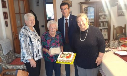 Cento anni per Angela tra ricamo e uncinetto