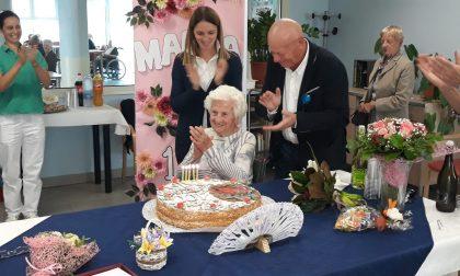 Maria festeggia un secolo di vita e racconta di quando ha aspettato 13 anni per riabbracciare il suo amore