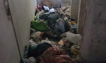 Villa Policanta occupata abusivamente, in due vivevano nell'immondizia