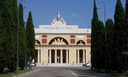 Troppi morti, al cimitero monumentale di Verona arrivano i container per le salme