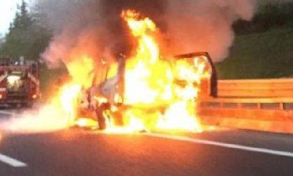 Veicolo in fiamme sull'A4, lunghe code