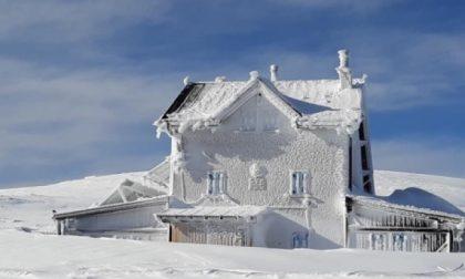 La magia della neve sul monte Altissimo, ecco come si presenta il rifugio Chiesa VIDEO