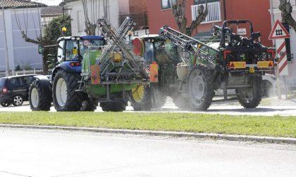 Sanificazione delle strade a Villa Bartolomea, mezzi in azione in questi giorni