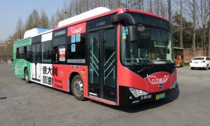 """In Cina bus tricolori a sostegno di Verona. Briani: """"Hangzhou un punto da cui ripartire"""""""