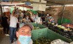 Una grande affluenza di famiglie a Casa Betania per ricevere del cibo in dono