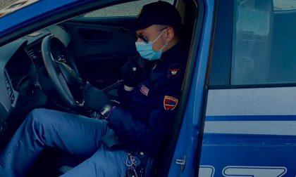 Ubriaco alla guida tampona l'auto della Polizia: mezzo sequestrato e patente ritirata