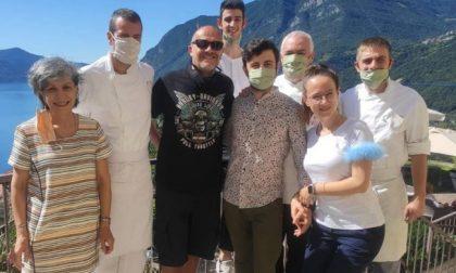 Max Pezzali sceglie le vacanze italiane, ha soggiornato in un hotel sul lago d'Iseo