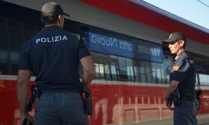 Si rifiuta di farsi misurare la temperatura in stazione e aggredisce gli agenti, 26enne nei guai