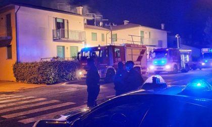 Incendio nella notte nell'abitazione di Lobia, famiglia si salva uscendo dal balcone
