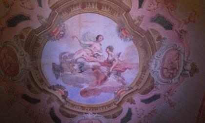 """Sul soffitto di Palazzo Carli, sotto sette strati appare """"L'affresco ritrovato"""" risalente al '700"""