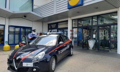 Ruba prodotti per l'igiene al Lidl per un valore di 100 euro, arrestata