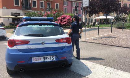 Ruba una borsa e iPhone custoditi all'interno di una macchina, 32enne arrestato