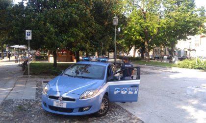 Durante i controlli consegna agli agenti il documento falso che aveva pagato 250 euro, arrestato 52enne