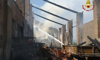 Grave incendio a Belfiore: distrutto il capannone ma è stata salvata l'abitazione confinante