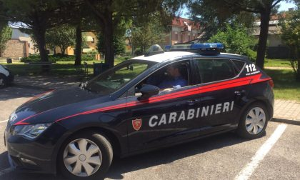 Tradito dall'odore pungente della marijuana e del via vai di giovani, arrestato 39enne a Villafranca