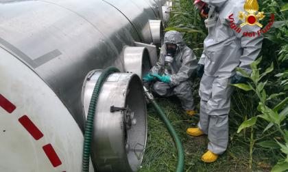 Autocisterna con 19mila litri di acido fosforico si è ribaltata a Bovolone FOTO E VIDEO