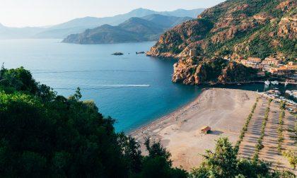 Veronese tenta di annullare il viaggio in Corsica ma il tour operator è irreperibile